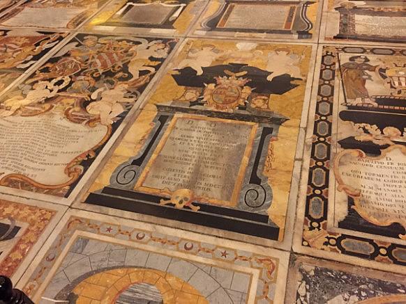 Fussboden innerhalb der Kathedrale