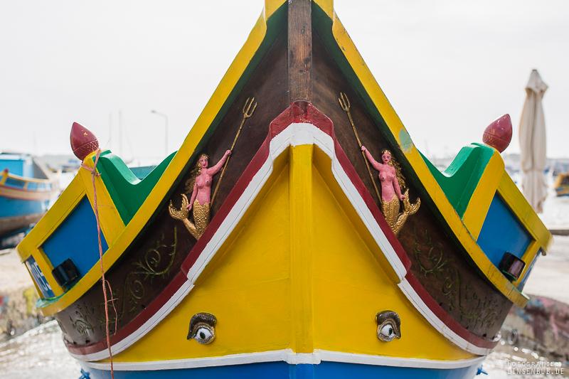 """Typische Malereien auf den Booten, sollen vor dem """"bösen Blick"""" und Unheil schützen."""