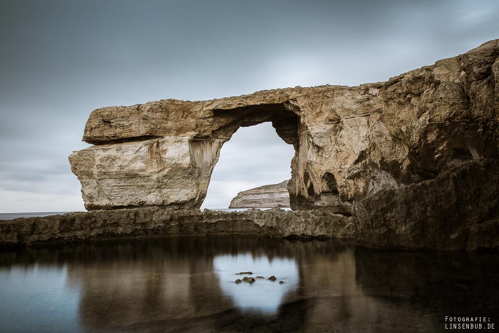 The Azur Window und im Vordergrund The Blue Hole wo man auch schwimmen und tauchen kann